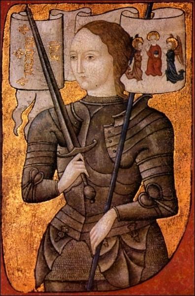 Quelle femme a dit avoir entendu des voix de saints et de Dieu lui disant de combattre les anglais, a été la première femme à commander une armée et a été brûlée vive en 1431 ?