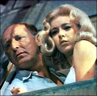 Elle incarnait  Juliette  dans  La grande vadrouille , film où sa blondeur et ses yeux bleus faisaient chavirer le cœur de Bourvil ... . .