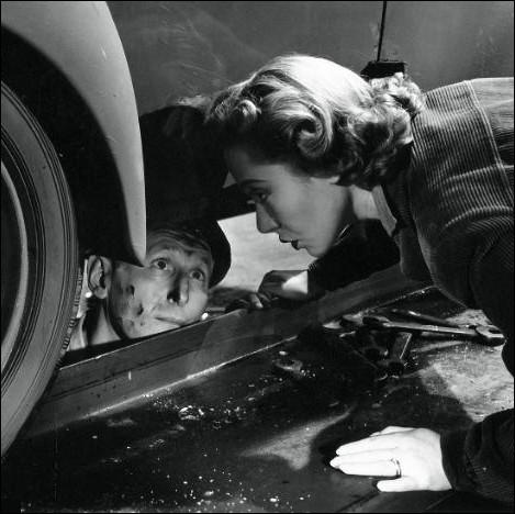 Qui interprète  Charlotte  l'épouse l'épouse de Bourvil dans  Poisson d'Avril , un film de 1954 ?