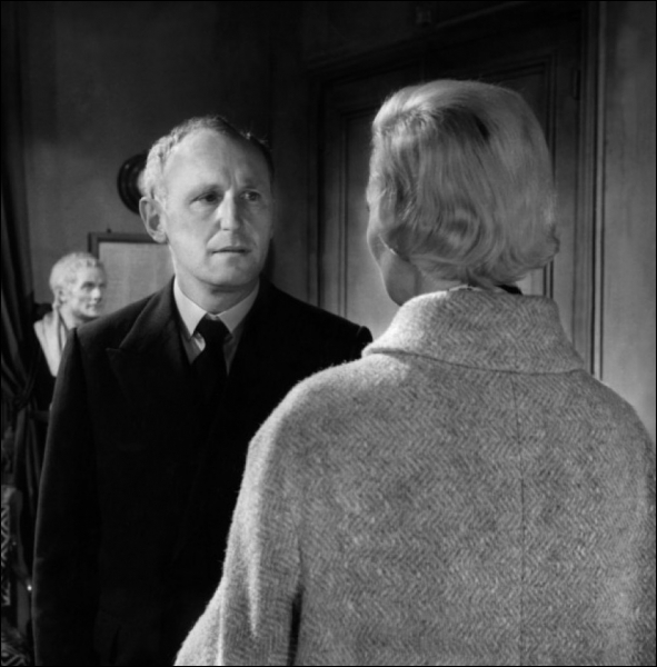 Qui était  Marie-Josée , l'épouse au physique ingrat de Bourvil dans  Le miroir à deux faces  en 1958 ?