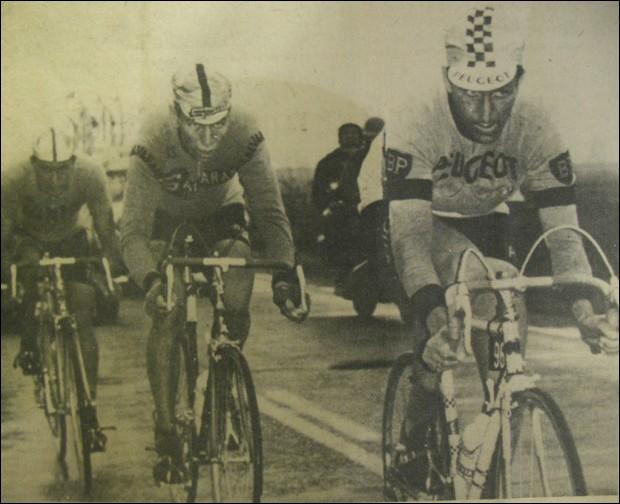 Quels sont les deux coureurs cyclistes qui ont gagné les  trois classiques ardennaises  dans le courant de la même année ?