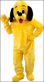 Où se trouve un chien jaune ?