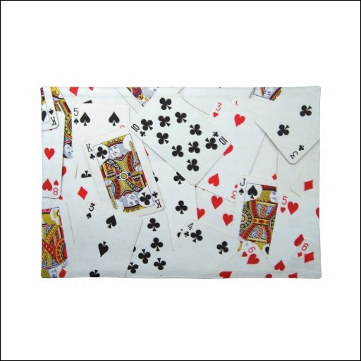 Dans quel jeu de cartes, le mot chien fait-il partie du vocabulaire de ce jeu ?