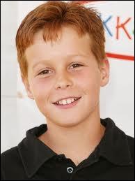 Il joue son frère jumeau, Preston Scavo, dans les saisons 1 à 4. Qui est-ce ?