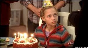 Elle a joué Penny dans les saisons 5 et 6. Comment s'appelle-t-elle ?
