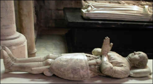 Quel homme de guerre, né près de Dinan en 1320, est mort en 1380 pendant le siège de Châteauneuf-de-Randon ?