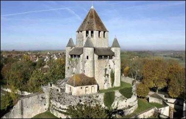 Les derniers artisans confiseurs de la ville, cité médiévale de Seine-et-Marne, continuent la production de cette délicieuse friandise, selon une recette et des méthodes plusieurs fois centenaires.