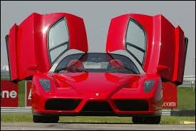 Voici portes papillon ouvertes une autre Ferrari légendaire, qui porte le beau prénom du fondateur, il commendatore, c'est à dire... ?