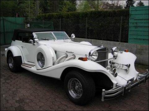 Cette superbe voiture porte le nom d'un objet mythique s'il en est, lequel est rendu au terme à la créature du lac...