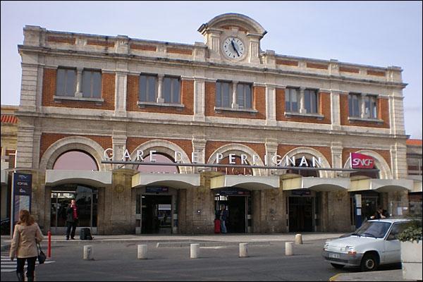 """Dans """"les meurtres de la gare de Perpignan"""" où des jeunes filles sont retrouvées dépecées, qui est le principal suspect ?"""