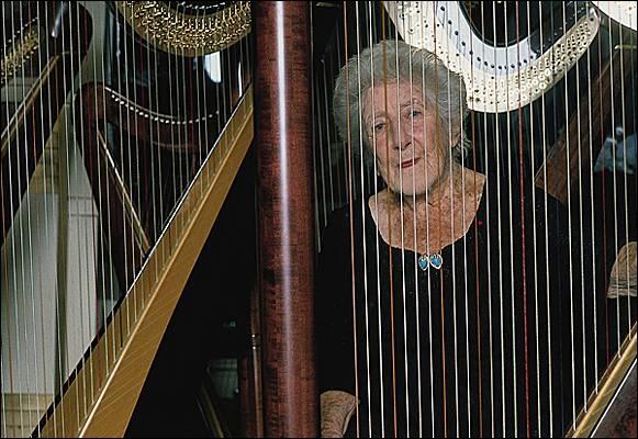 C'est  Lily  ! quel est le nom de cette harpiste, l'une des plus grande harpiste française ?