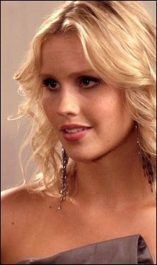Elle joue Rebekah dans  Vampire Diaries , elle est :