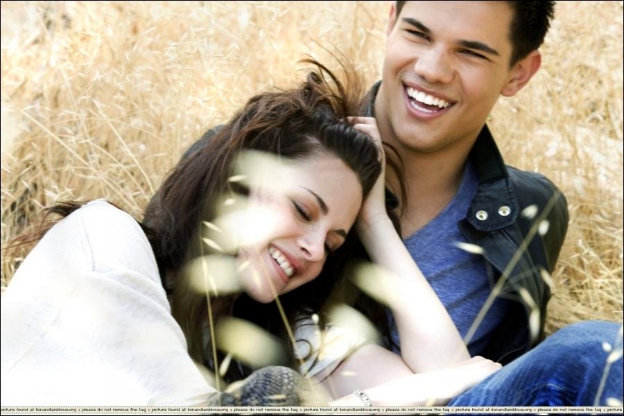 Quel(s) sentiment(s) Bella éprouve-t-elle envers Jacob ?