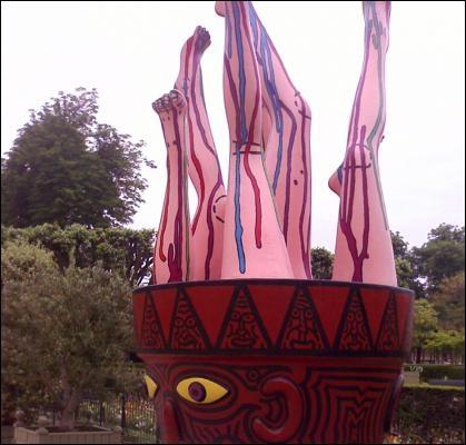 A défaut d'avoir la tête sur les épaules, cette statue a les jambes sur la tête. Comment désigne t-on les jambes en Espagne ?