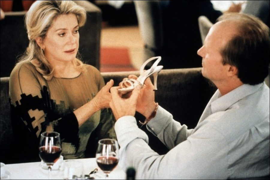 Dans ce film   2001 de Tonie Marshall avec Catherine Deneuve et William Hurt, on y trouve ...