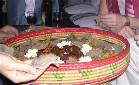 Où pourrez-vous vous régaler d'un wat, ragoût à base de légumes, de légumes secs et de viande(agneau, boeuf et plus souvent poulet), assaisonné de bérbéré ?