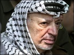 Le 11 novembre 2004, Yasser Arafat décéda officiellement en France. Qui l'élection présidentielle palestinienne de 2005 désigna-t-elle comme nouveau président de l'OLP ?