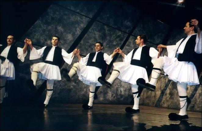Cette danse d'origine grecque fut créée en 1964 par Mikis Theodorakis. Elle se danse le plus souvent en ligne. Quel est son nom ?