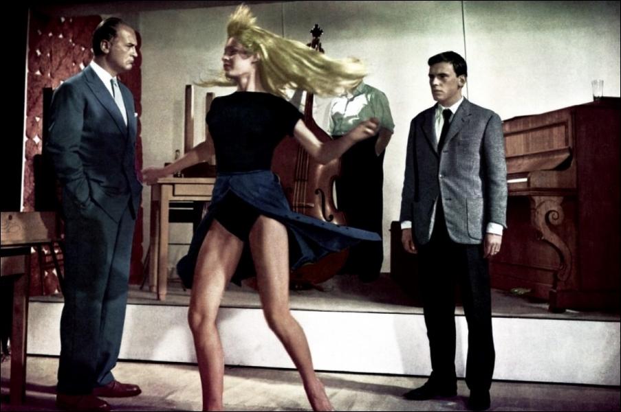 Quelle danse latino-américaine à quatre temps tient de la rumba et du cha-cha-cha et fut interprétée par Brigitte Bardot dans  Et Dieu créa la femme  ?