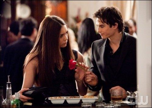 Pourquoi Damon ne peut-il pas rester avec Elena ?