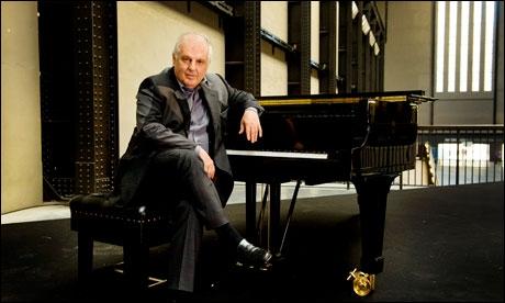 Ce pianiste et chef d'orchestre a dirigé longtemps l'orchestre de Paris. Qui est-ce ?