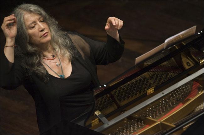 Quelle est cette pianiste argentine géniale, grande interprète de Liszt, titulaire de 3 prix au Concours Chopin de Varsovie en 1965 ?