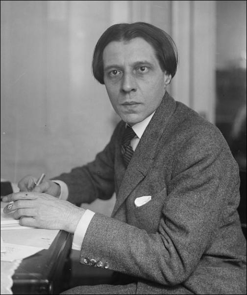 Ce pianiste suisse spécialiste de Chopin a été professeur au Conservatoire de Paris et aussi, c'est moins brillant, directeur de la musique sous Vichy. Qui est-ce ?