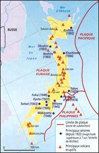 Son importante activité sismique est due à sa situation au carrefour de plusieurs... en mouvement.