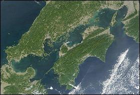 Quelle différence y a-t-il entre l'île Shikoku et les trois autres grandes îles du Japon ?