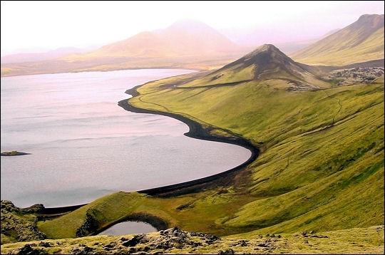 Le nom de l'Islande s'écrit  Ísland  dans ce pays de Scandinavie. Que signifie t-il ?