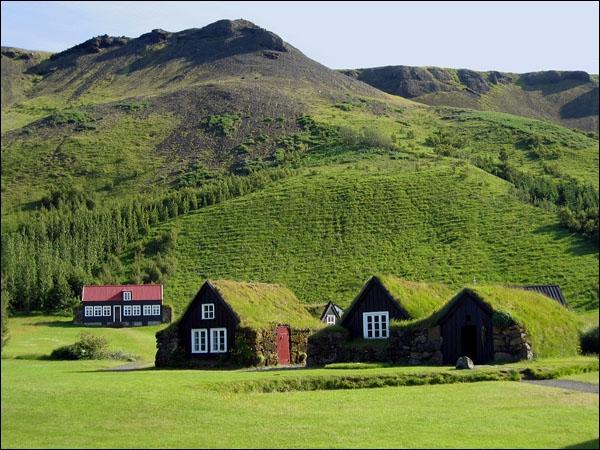 Quelle autre île d'Europe compte à peu près autant d'habitants que l'Islande ?