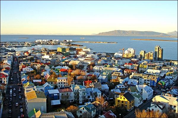 La population de la capitale de l'Islande, Reykjavík, a connu une forte croissance. Par combien a t-elle été multipliée depuis 1786 ?