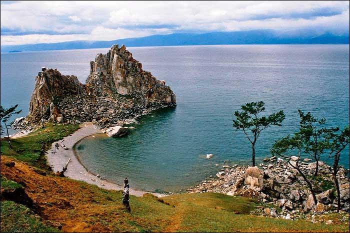 Quelle affirmation à propos du lac Baïkal est fausse ?