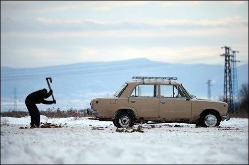 Lequel de ces constructeurs automobiles n'est pas d'origine russe ?