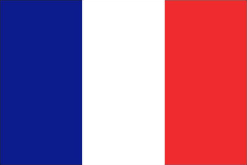 Donnez-moi le nom en anglais du pays représenté par ce pavillon tricolore dont la première et la dernière bande sont les couleurs de Paris ?