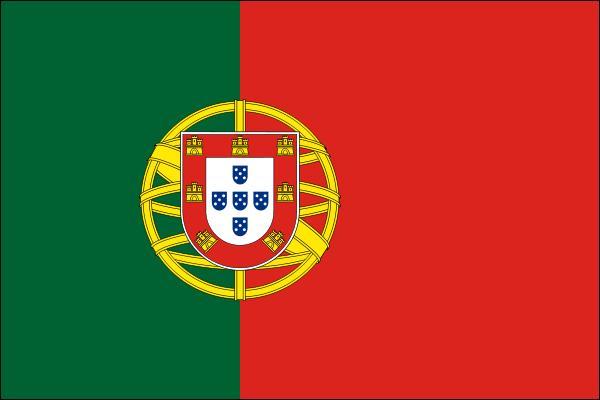 Quel pays lusophone (on y parle portugais cette fois), traversé notamment par le Douro et le Guadiana, compte environ 1793 km de côtes et arbore ces couleurs ?