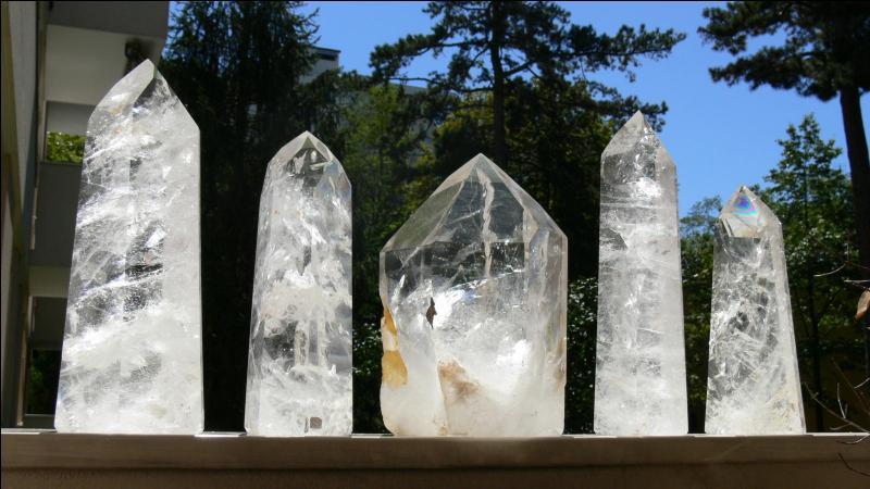 Pieds nus ensanglantés dans une tour de verre !