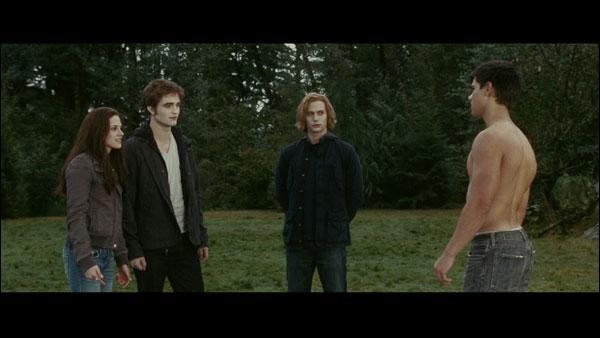 Avant la bataille des nouveaux-nés vampires et des Cullen avec les loups-arous qui les entraine ?