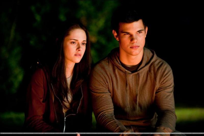 Puis Jacob emmène Bella écouter les légendes des Quileutes. Qui raconte ses légendes ?