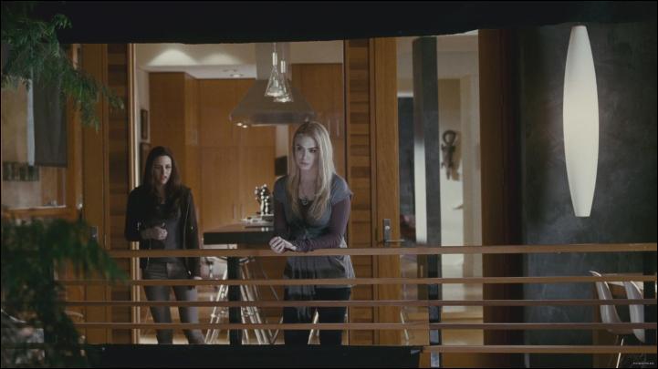 Pourquoi Rosalie en veut à Bella ?