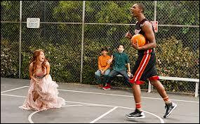Dans la série télévisée  Jessie , quel basketteur, Chris Bosh appelle-t-il pour se sauver ?