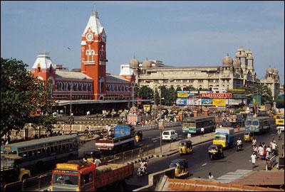 Madras, rebaptisée Chennai depuis 1996, qui a donné son nom à une étoffe de couleurs vives est la sixième ville de son pays en termes de population. Quel est ce pays ?