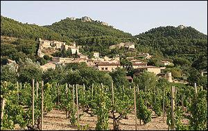 Gigondas, connue pour ses vins rouges et rosés, est située au pied des Dentelles de Montmirail, chaîne montagneuse du massif des Baronnies. Dans quel département ?