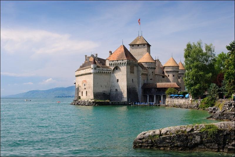 Le château de Chillon devrait permettre à nombre d'entre vous de découvrir le pays où il est situé, sachant que le-dit pays a toujours su conserver sa neutralité et un arbalétrier célèbre !