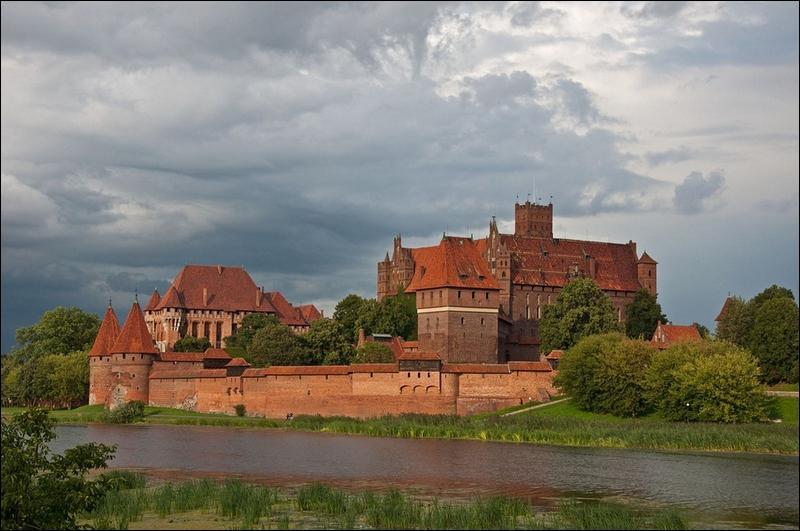 Datant du XIIIème siècle, le château de Malbork est un monastère fortifié de l'ordre teutonique, jusque là vous me suivez, oui mais dans quel pays le trouve-t-on ?