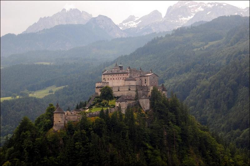 A présent, il s'agit du château d'Hohenwerfen, situé dans un pays dont la valse est une danse reconnue !