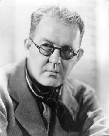 Quel réalisateur américain, pionnier du genre et qui révéla John Wayne, est le réalisateur le plus oscarisé avec quatre statuettes ?