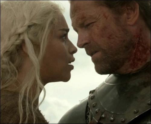 Quelle est sa première intention lorsqu'il se met au service des Targaryens ?
