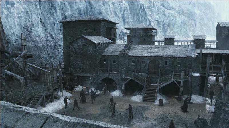 Où se situe le siège du commandement de la Garde de Nuit ?