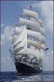 Le Tenacious a pour port d'attache Southampton qui se situe en Angleterre sur la côte...